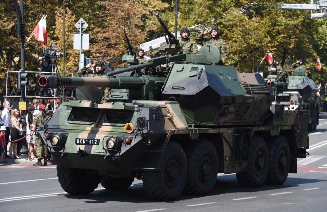 Defilada pojazdów wojskowych na ulicach stolicy /Radek Pietruszka /PAP