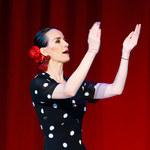 Dekolt bardzo szczupłej Violi Kołakowskiej na próbie spektaklu