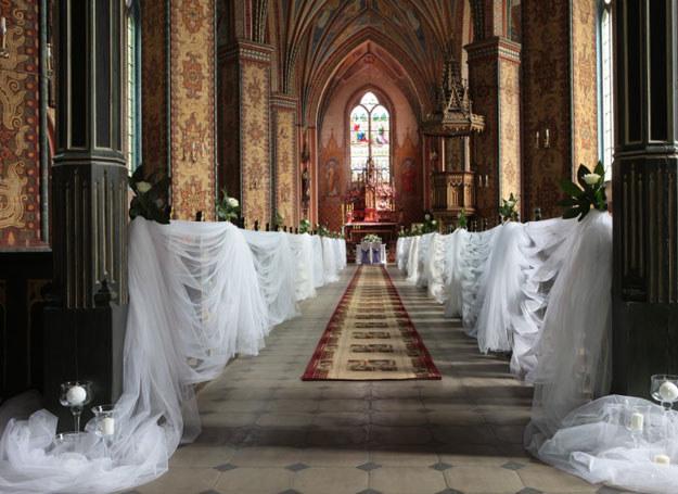 Dekoracje kościoła zależą od upodobań państwa młodych /Eden Art /abcslubu.pl