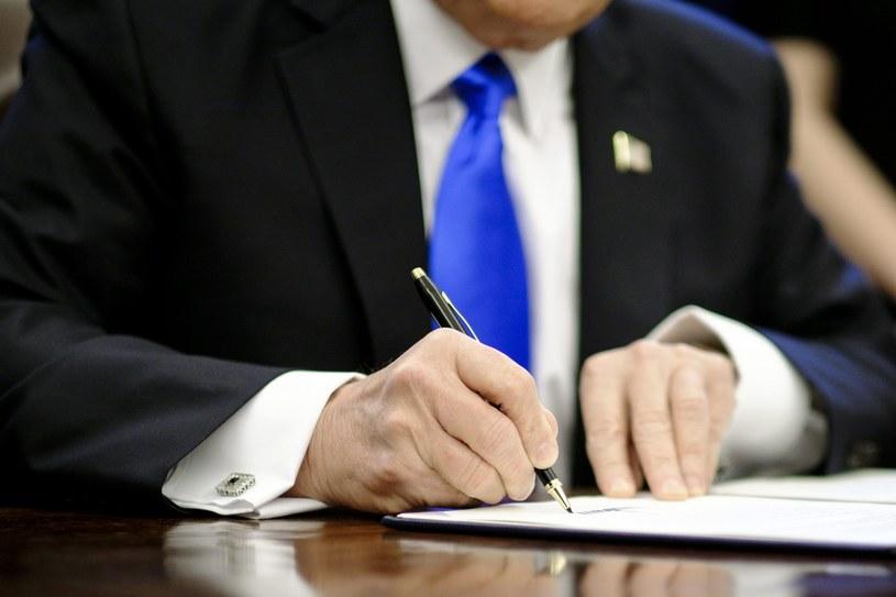 Dekret prezydenta USA Donalda Trumpa /PAP/EPA