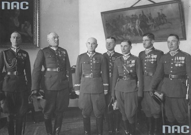 Delegacja 4. Pułku Ułanów Zaniemeńskich u Edwarda Rydza-Śmigłego /Z archiwum Narodowego Archiwum Cyfrowego