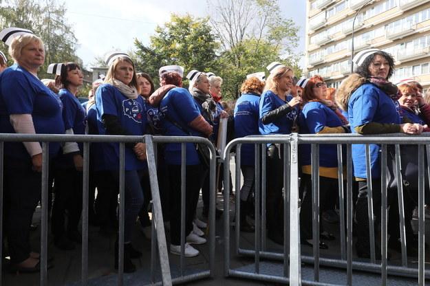 Delegacja pielęgniarek przed Sejmem. Zdjęcie archiwalne /Paweł Supernak /PAP