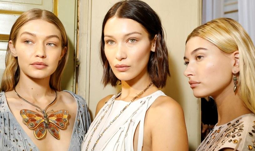 Delikatny makijaż podbity różem i odcieniami złota wykonasz w pięć minut /Getty Images