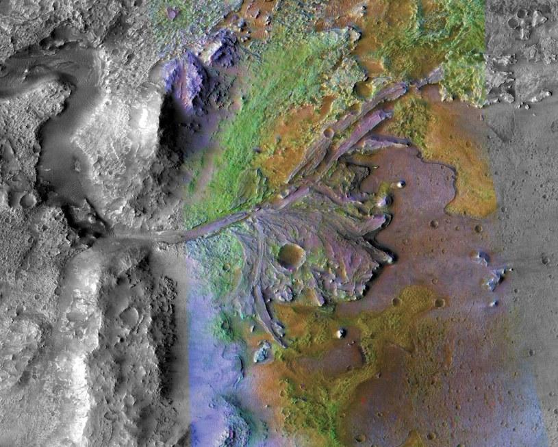 Delta wyschniętej rzeki wewnątrz krateru Jezero - rejon lądowania misji Mars 2020 /NASA