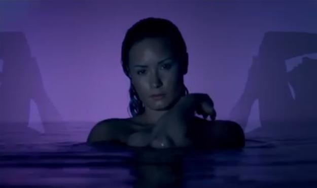 BKnME: WATCH: Demi Lovato - Neon Lights (Official)