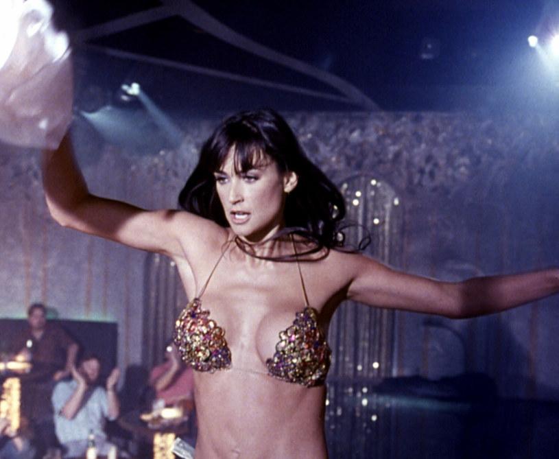 "Demi Moore w scenie ze ""Striptizu"" /Comedy Partners/Courtesy Everett Collection /East News"