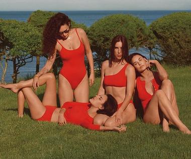 Demi Moore z córkami w zmysłowej sesji w bikini