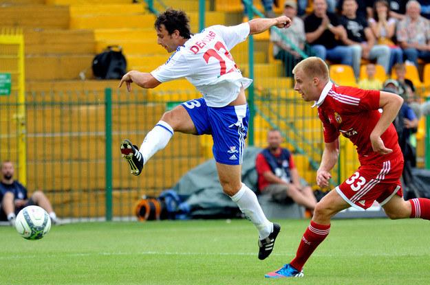 Demjan (w białej koszulce) strzelił jedną z bramek dla bielskiego klubu /AFP