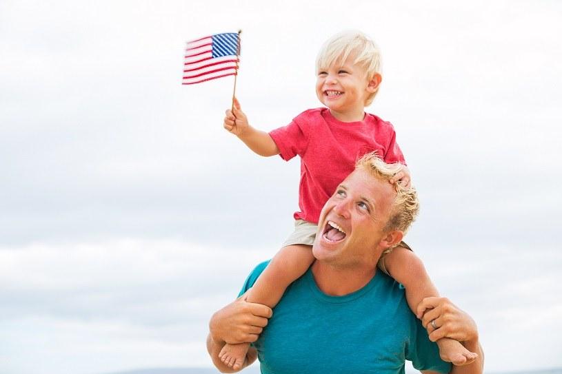 Demokraci chcą 250-300 dolarów miesięcznie na dziecko /123RF/PICSEL
