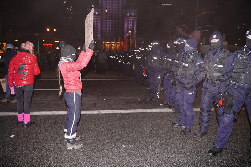 """Demonstracja """"Aborcja: Czas próby"""" zorganizowana w stolicy przez Ogólnopolski Strajk Kobiet /Mateusz Włodarczyk /Agencja FORUM"""
