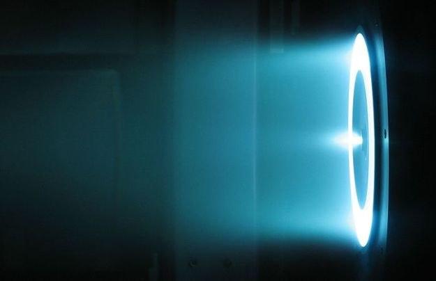Demonstracja działania silnika Halla o mocy 6 kW w JPL NASA /NASA