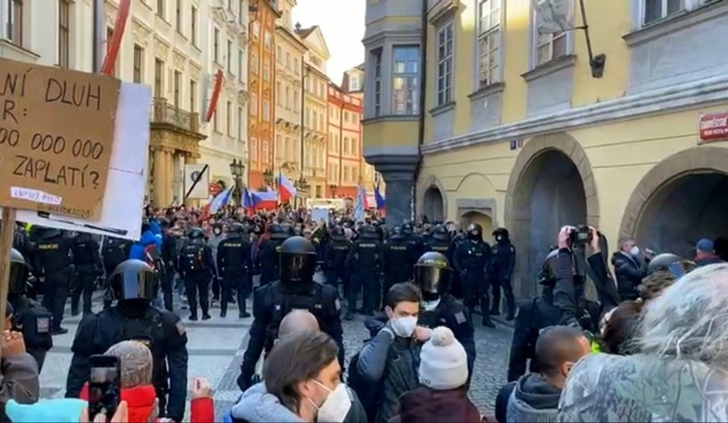 Demonstracja na Rynku Staromiejskim w Pradze /Twitter / @RomanMach79 /Twitter