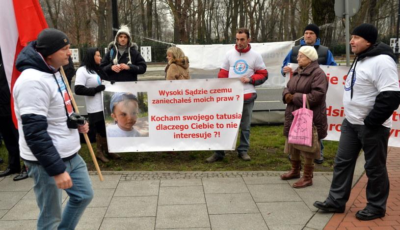 Demonstracja ojców przed KPRM /Radek Pietruszka /PAP