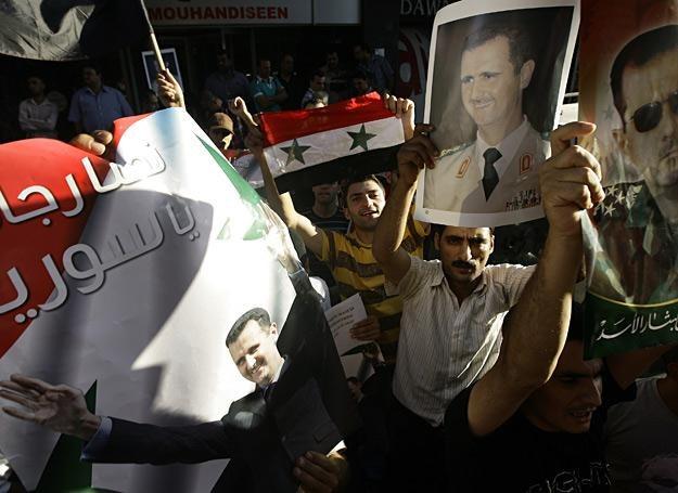 Demonstracja poparcia dla prezydenta Bashara al-Assad (jego podobizna na plakatach) w Damaszku /AFP