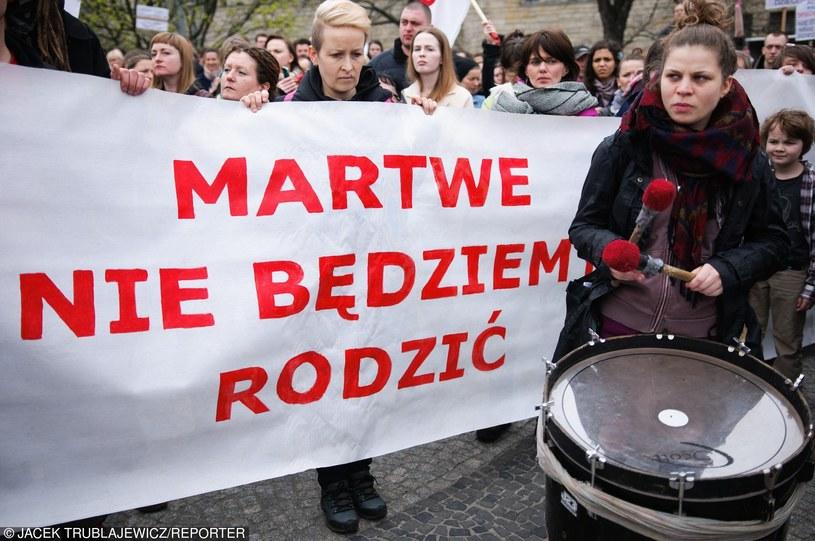 Demonstracja przeciwników wprowadzenia całkowitego zakazu przerywania ciąży (Poznań, 09.04.2016) /Trublajewicz /Reporter
