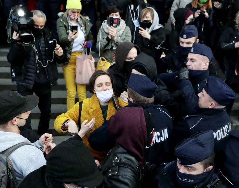 Demonstracja przed Sądem Okręgowym w Warszawie /Piotr Molecki/East News /East News