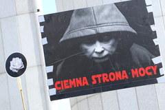 Demonstracja przed Sejmem. Lider KOD do Kaczyńskiego: Nie jesteś Janukowyczem, nie masz dokąd uciec
