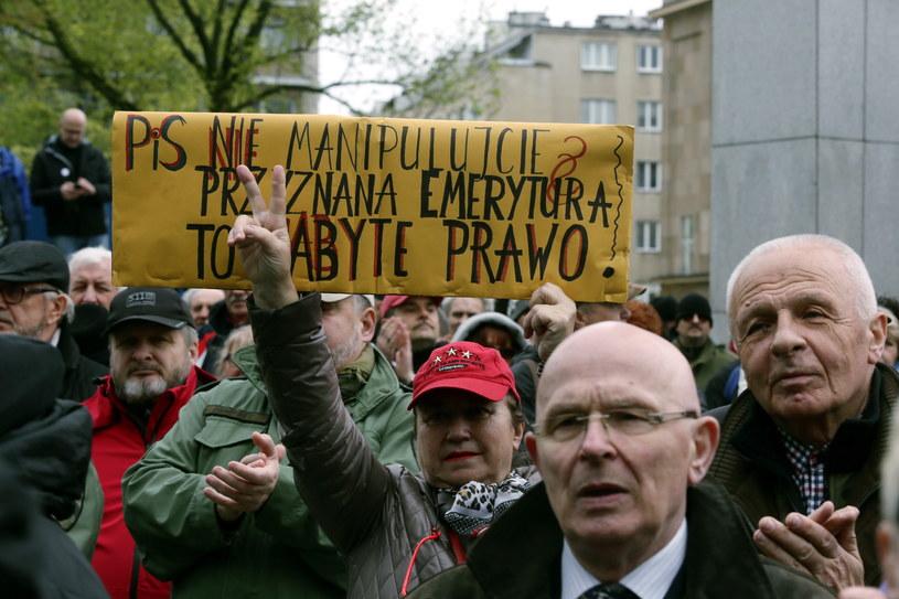 Demonstracja przed Sejmem /Tomasz Gzell /PAP