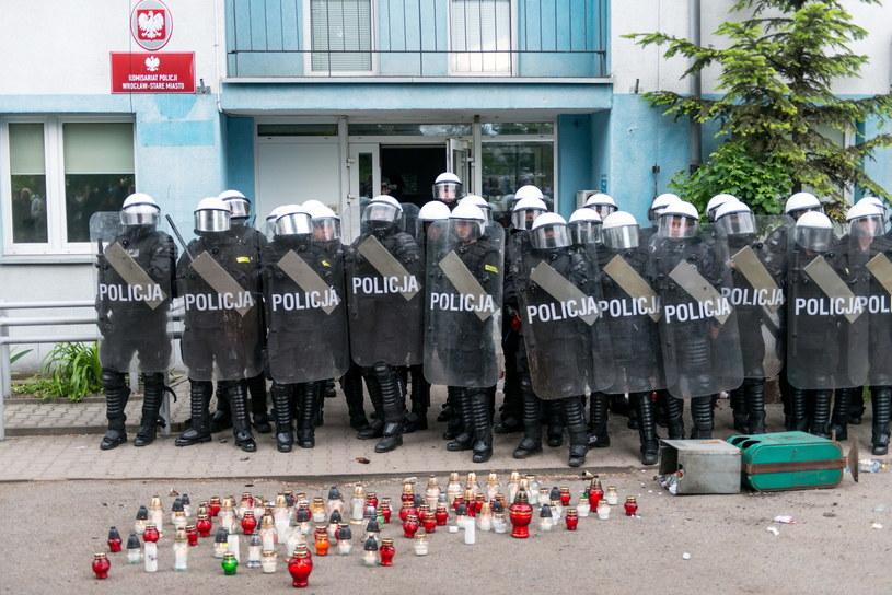 Demonstracja przed wrocławskim komisariatem /Maciej Kulczyński /PAP