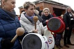 Demonstracja rodzin górniczych przed siedzibą JSW