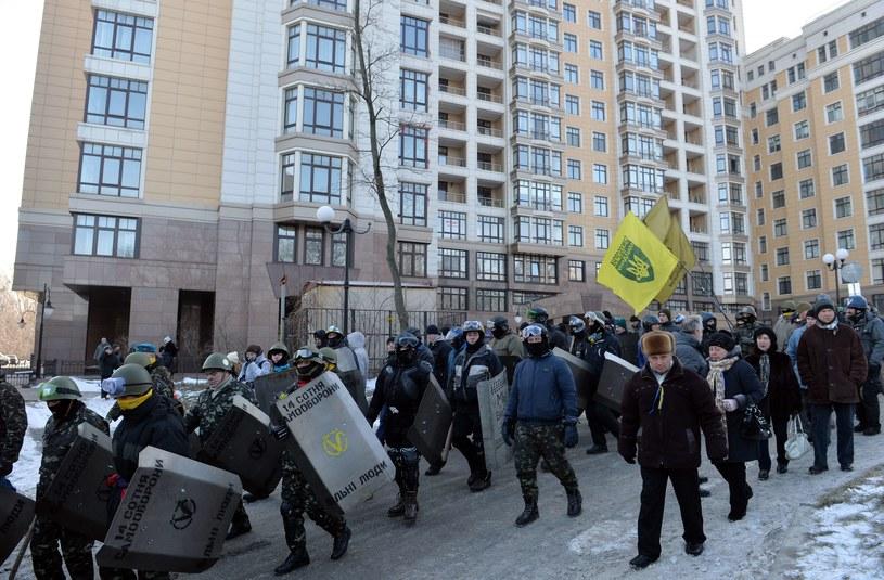 Demonstracja siły służby ochrony Majdanu /AFP