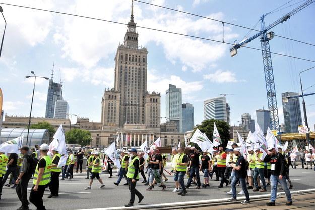 """Demonstracja zorganizowana przez Krajowy Sekretariat Górnictwa i Energetyki NSZZ """"Solidarność"""" /Radek  Pietruszka /PAP"""