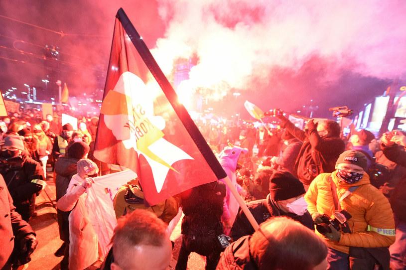 Demonstracja zorganizowana przez Ogólnopolski Strajk Kobiet w Warszawie /Lukasz Szelag /Reporter