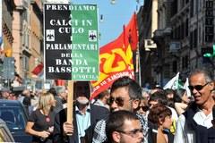 """Demonstracje """"oburzonych"""" na ulicach Wiecznego Miasta"""