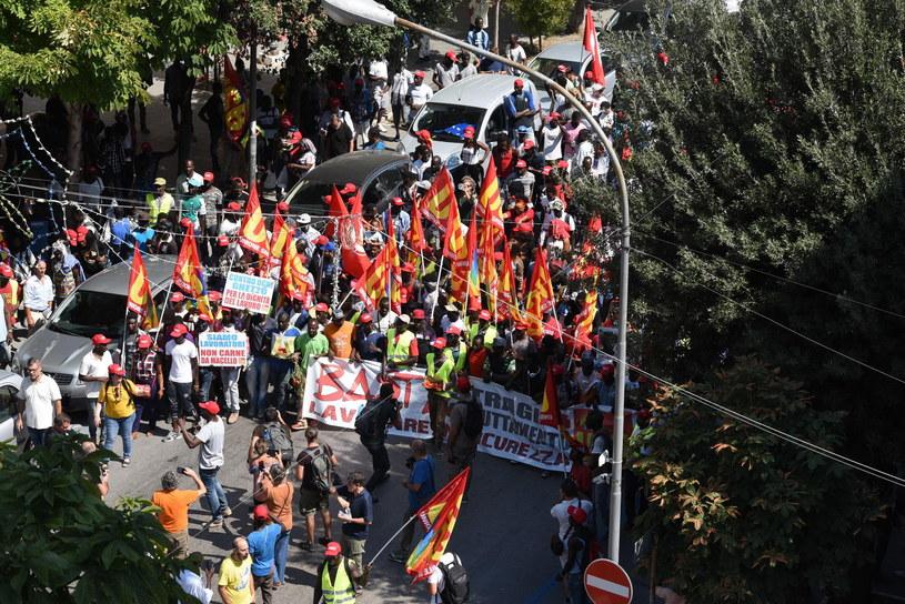 Demonstracje migrantów zatrudnionych przy zbiorach pomidorów /FRANCO CAUTILLO  /PAP/EPA