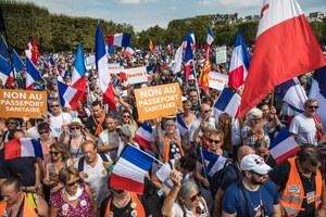 Demonstracje przeciw paszportom sanitarnym we Francji. Doszło do starć z policją