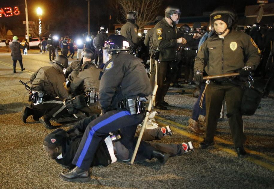 Demonstracje w Ferguson /LARRY W. SMITH /PAP/EPA