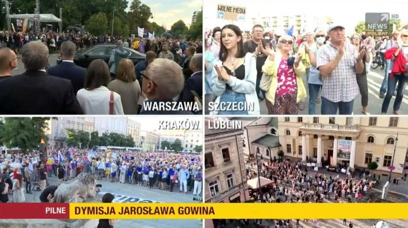 """Demonstracje w obronie wolności mediów """"Wydarzenia"""" na antenie Polsat News /Polsat News /Polsat News"""