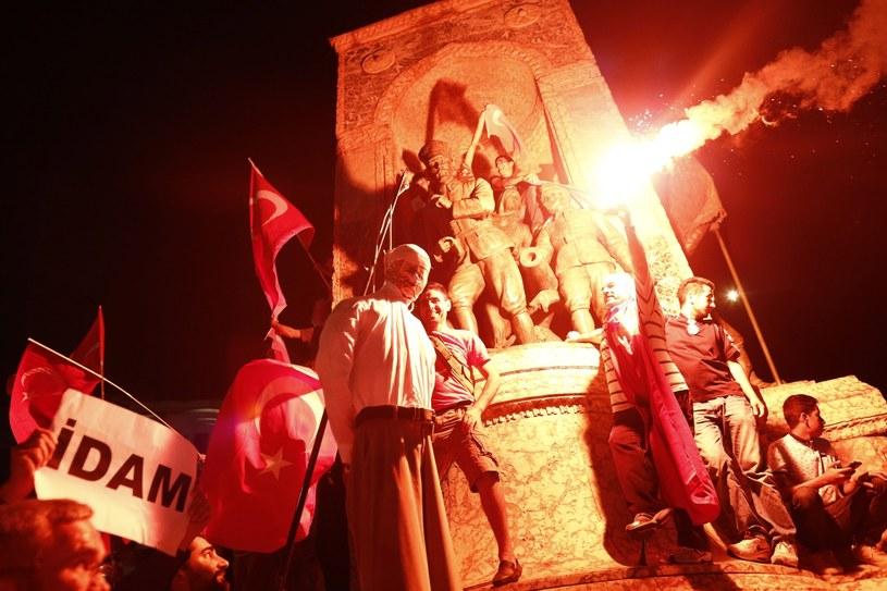 Demonstracje w Turcji. Spalono kukłę Gulena; zdj. ilustracyjne /PAP/EPA
