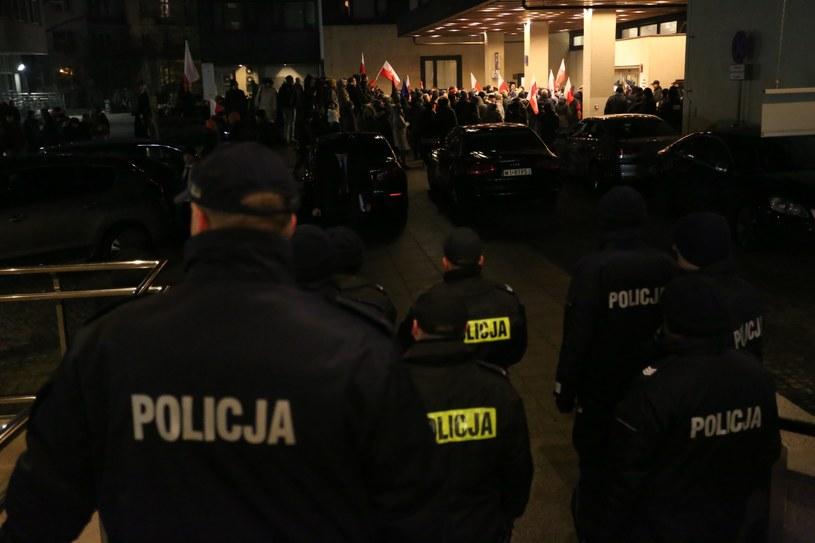 Demonstranci i policja przed Sejmem / Fot. Sławomir Kamiński /