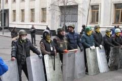 Demonstranci kontrolują dzielnicę rządową