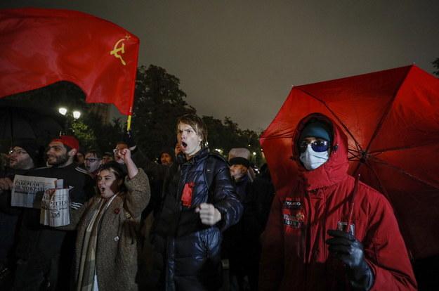 Demonstranci na Placu Puszkina w Moskwie. /YURI KOCHETKOV /PAP/EPA