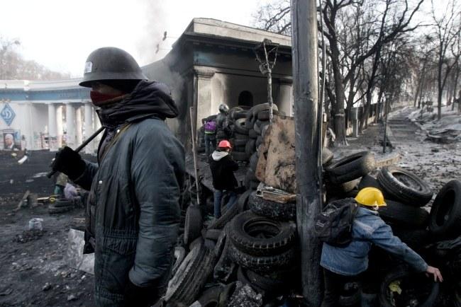 Demonstranci na ulicach Kijowa /ZURAB KURTSIKIDZE /PAP/EPA