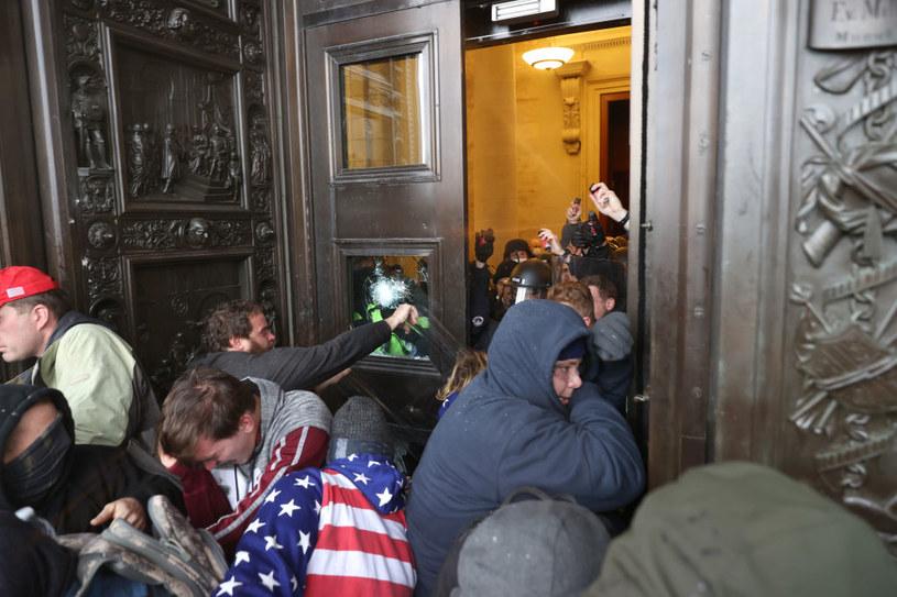 Demonstranci po raz pierwszy w historii wdarli się do budynku Kongresu /Tasos Katopodis  /Getty Images