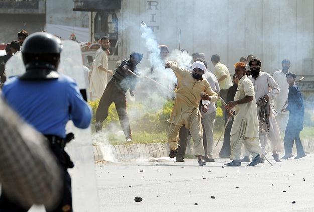 Demonstranci podpalili dwa kina /AFP