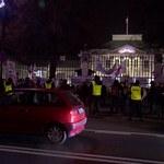 """Demonstranci przed Belwederem. """"Panie prezydencie, musimy doczekać się sprawiedliwości!"""""""