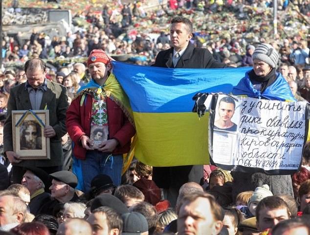 Demonstranci w Kijowie /SERGEY DOLZHENKO /PAP/EPA