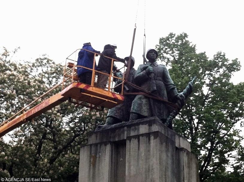 Demontaż pomnika żołnierzy radzieckich w Katowicach, maj 2014 /Kasia Zaremba /East News