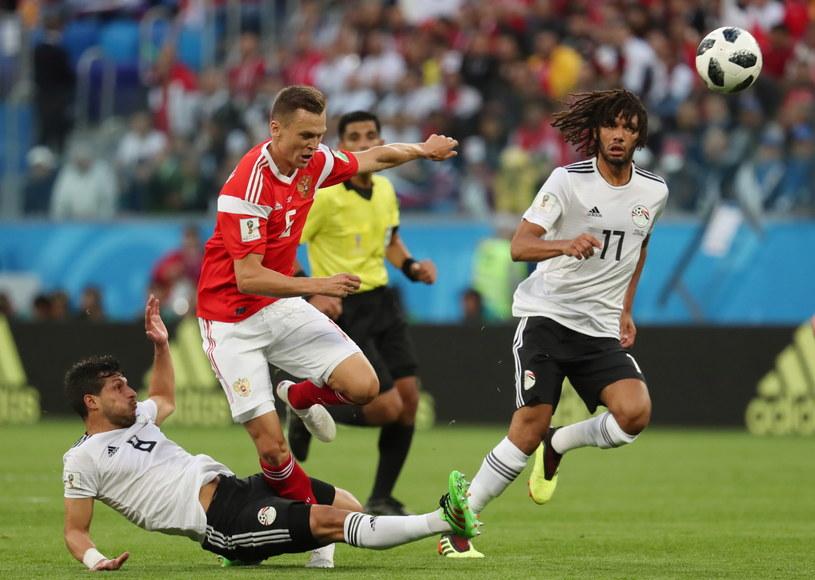 Denis Czeryszew (czerwona koszulka) strzelił gola w meczu z Egiptem /PAP/EPA