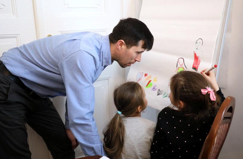 Denis Lisow z córkami /Piotr Molecki /East News