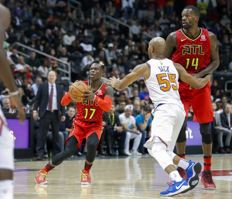 Dennis Schroeder z Atlanta Hawks (L) kontra Jarret Jack z New York Knicks. /PAP/EPA