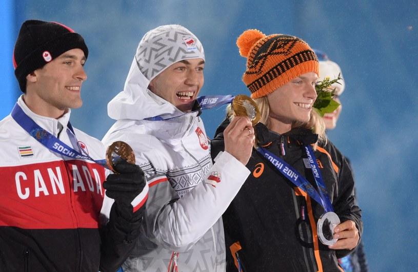 Denny Morrison, Zbigniew Bródka i Koen Verweij na olimpijskim podium /AFP