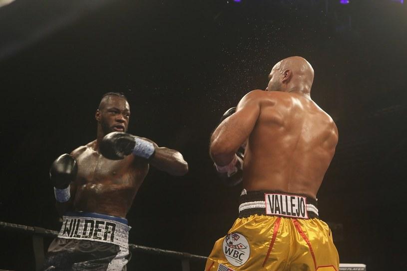 Deontay Wilder (z lewej) w walce z Geraldem Washingtonem /AFP