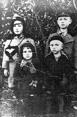 Deportowane dzieci, Kontoszyn, 1940 rok. Zdjęcie pochodzi ze strony http://www.ipn.gov.pl /