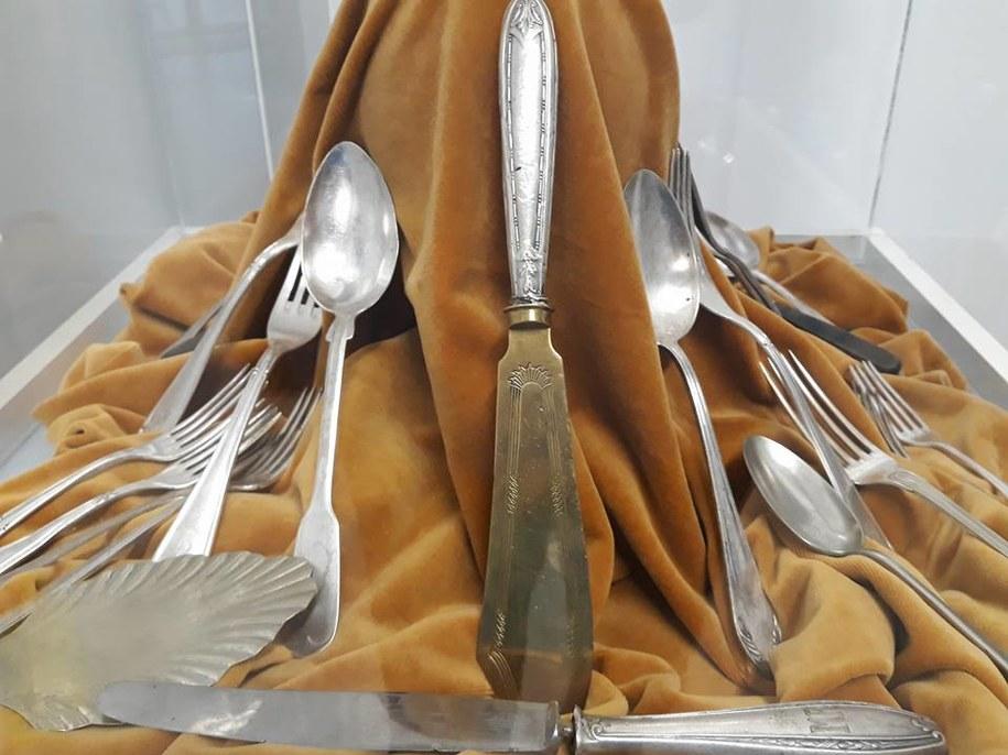 Depozyt z Kamienia to ponad 20 sztuk łyżek, widelców i noży. /Grzegorz Kurka, Muzeum Historii Ziemi Kamieńskiej /