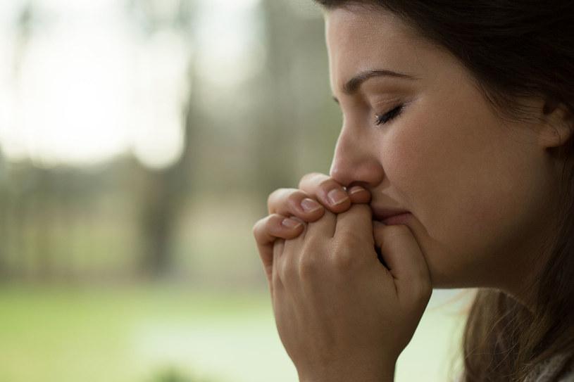 Depresja może być skutkiem niedoborów witaminy D /123RF/PICSEL
